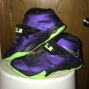 Nike Men's Lebron Soldier 7 Shoes
